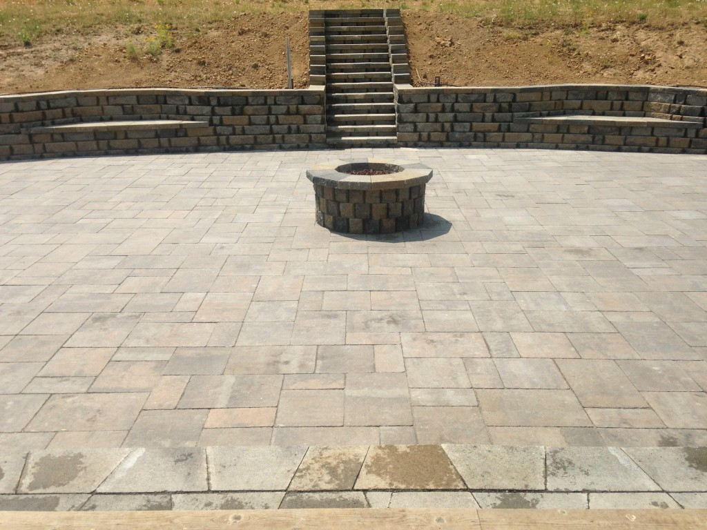 Capriana Combo Pavers and Highland Stone block wall and fire pit
