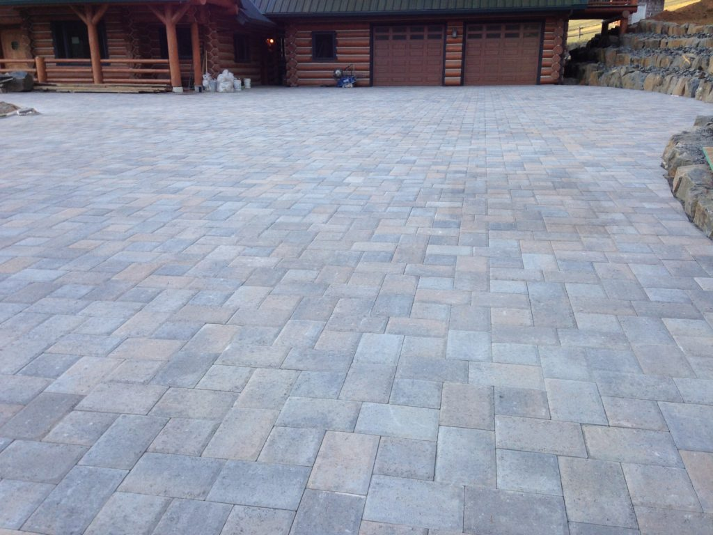 400 square foot driveway of Cobble Park pavers